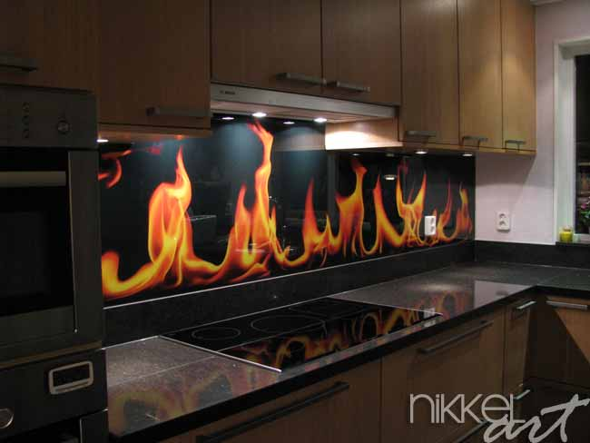 cr dence de cuisine en verre imprim flamme. Black Bedroom Furniture Sets. Home Design Ideas