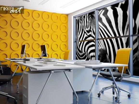 Espace de bureau coloré avec autocollant de fenêtre Zebra