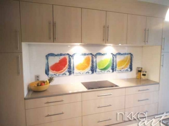 cr dence de cuisine en verre imprim dans la glace. Black Bedroom Furniture Sets. Home Design Ideas