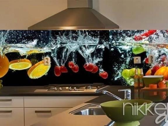 cr dence de cuisine en verre imprim eclaboussures d eau. Black Bedroom Furniture Sets. Home Design Ideas