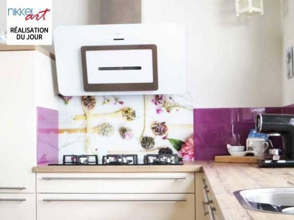 cr dence de cuisine en verre imprim beton. Black Bedroom Furniture Sets. Home Design Ideas